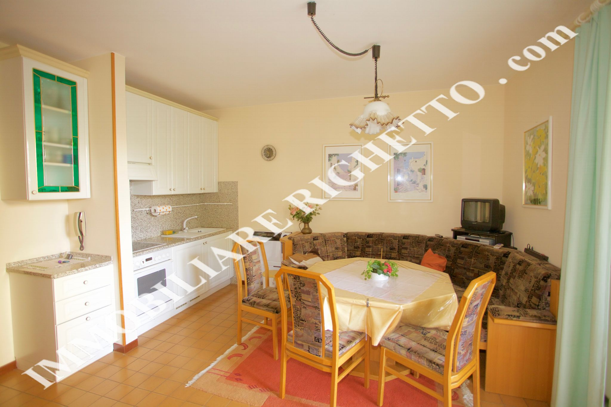 offer real estate for sale Apartment only 30mt from the Lake.